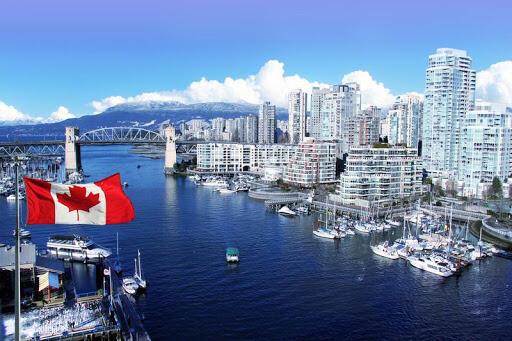 Чи подобається Вам жити в Канаді ?