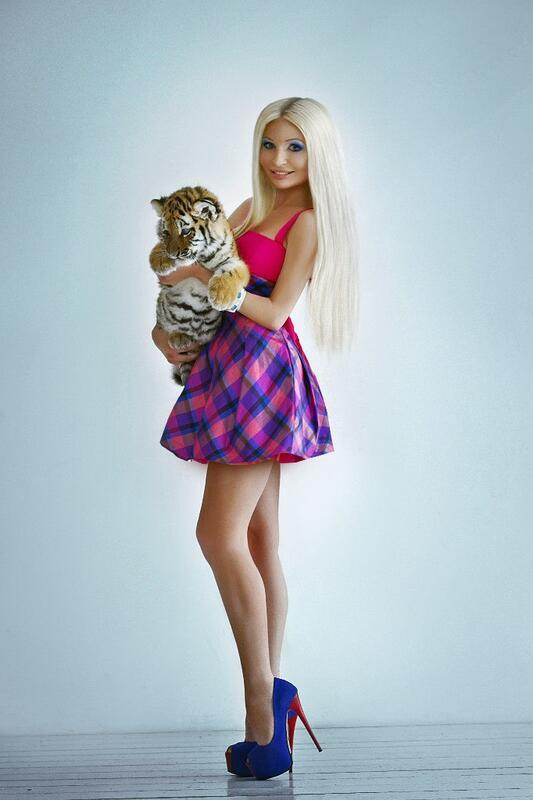Дівчата / Жінки Блондинки, Девушки на высоких каблуках, Студийные фотографии, Девушка с тигром, Девушка в мини юбке, Самые красивые ножки id1963496316