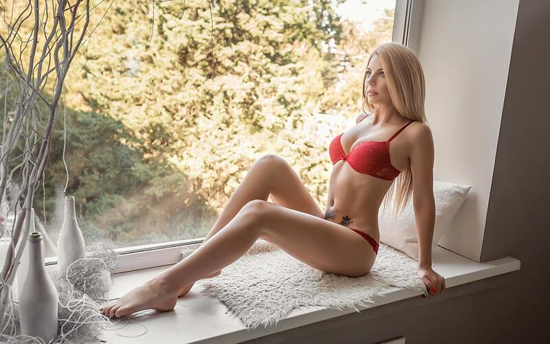 Дівчата / Жінки, Особисті Фото Роботи Sexy Blondine, Mädchen in erotischen Dessous, Mädchen auf der Fensterbank, Halbnacktes Mädchen am Fenster, Langbeinige Schönheit, Schöne weibliche Beine, Schlanke Mädchen id1265742091