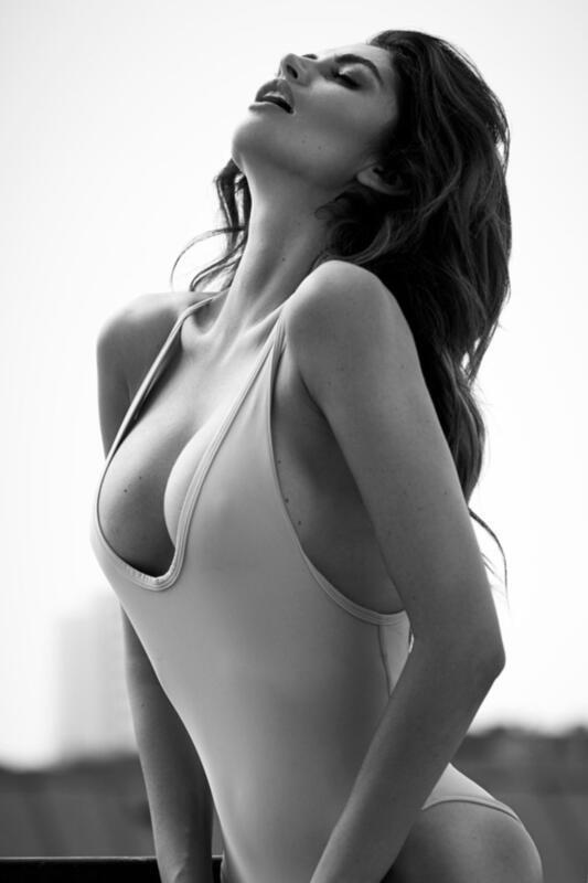 Дівчата / Жінки Black and white photos, Beautiful Tits, Nice Tits, Big tits, Stunning girl shows her tits, Girls in dress id309878093