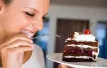 Почему женщина любит сладкое?