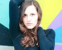 Дівчата / Жінки, Особисті Фото Роботи Девушки на фоне разноцветной стены, Студийные фотографии id1040055173